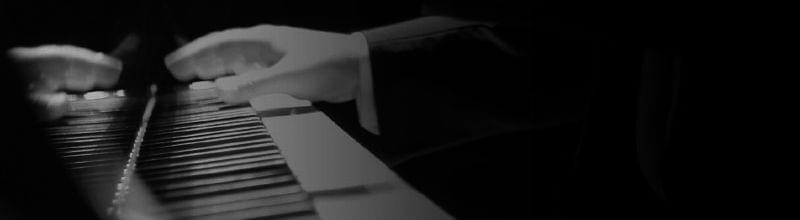Imatge ma tocant piano