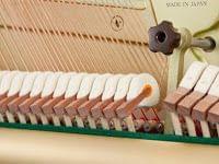 Imagen de los martillos del interior de un piano YAMAHA