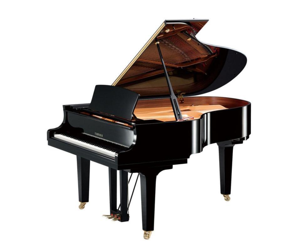 Imagen piano de cola YAMAHA CX Series. Modelo C3X color negro pulido vista lateral elevada