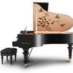 Imagen piano de cola BÖSENDORFER modelo especial Hummingbirds con banqueta vista lateral