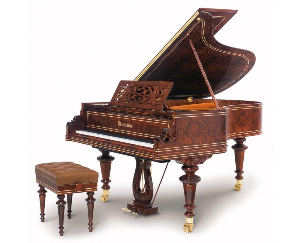 Imagen piano de cola BÖSENDORFER modelo especial Vienna con banqueta madera sequoia