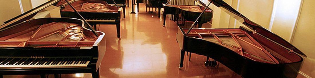 Imagen de la local de exposición de pianos de cola. Calle Còrsega 444 (Barcelona)