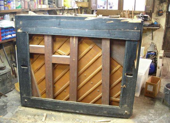 Imagen de la restauración de un piano vertical Bechstein en el taller de Corrales Pianos. 01