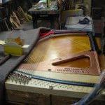 Imagen de la restauración de un piano vertical Bernareggi en el taller de Corrales Pianos. 04