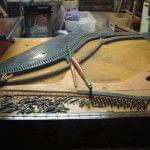 Imagen de la restauración de un piano vertical Bernareggi en el taller de Corrales Pianos. 08