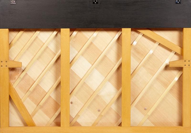 Vista posterior piano vertical KEMBLE colección Preludio modelo K113