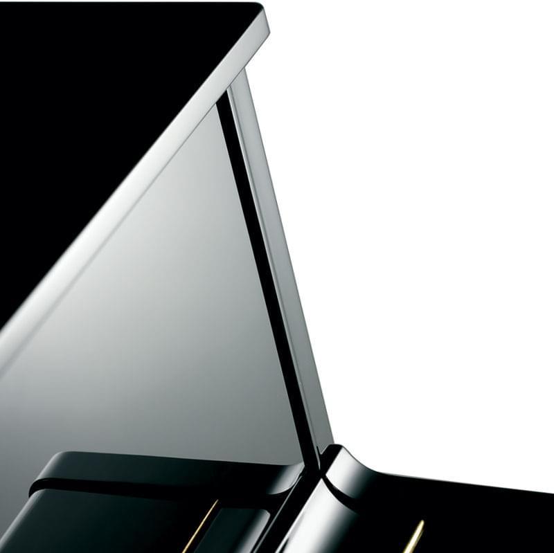 Detalle frontal piano KEMBLE colección Profesional modelo K121
