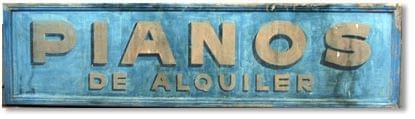Imatge d'un rètol vintage anunciant pianos en lloguer