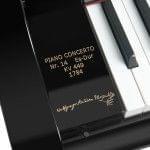 Imagen piano de cola BÖSENDORFER edició limitada Mozart detalle grabado placa