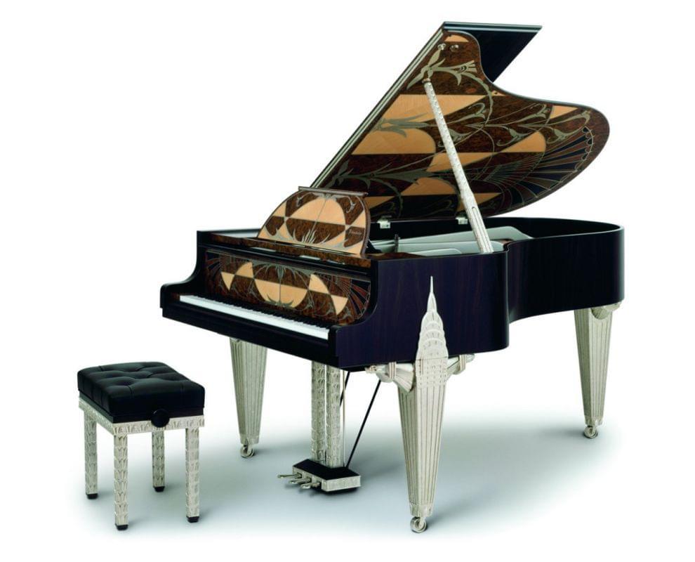 Imagen piano de cola BÖSENDORFER model diseño Chrysler con banqueta