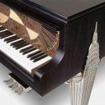 Imagen piano de cola BÖSENDORFER edició limitada Chrysler detalle teclado edificio