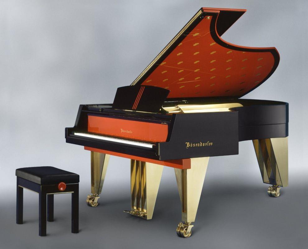 Imagen piano de cola BÖSENDORFER model diseño Hans Hollein con banqueta