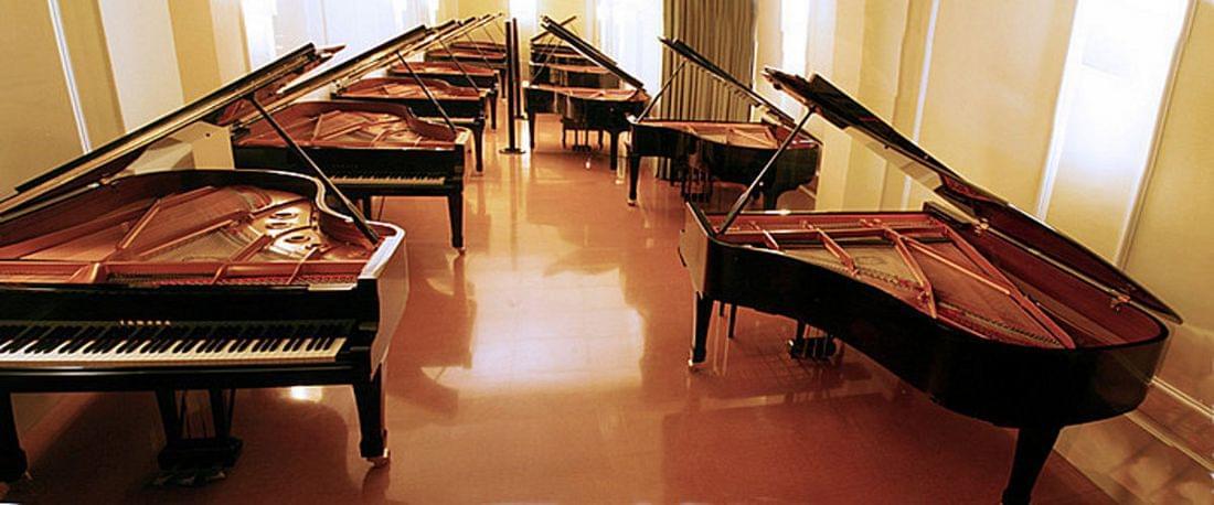 Imatge de la botiga exposició pianos de cua. Carrer corsega 444 (Barcelona)