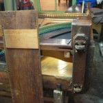 Imagen de la restauración de un piano vertical Bernareggi en el taller de Corrales Pianos. 13